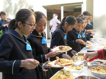 Japanese-school-visit---lunch---350