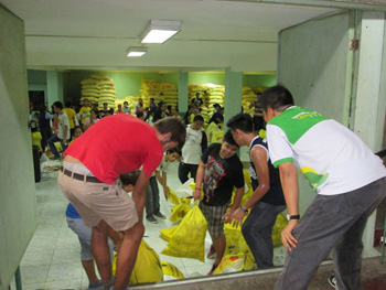 Phil-Disaster-relief-team-packing---350