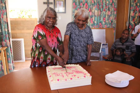 Santa Teresa feast day cake cutting 450